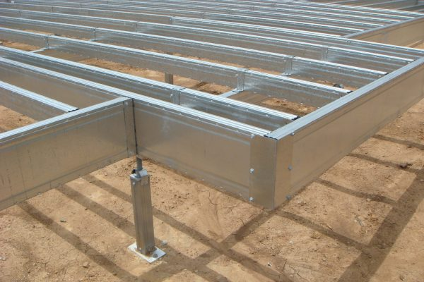 Boxspan floor frame with cantilever supported by Ezipier stumps