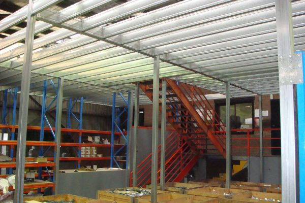 Boxspan mezzanine floor frame providing storage space in the Spantec factory