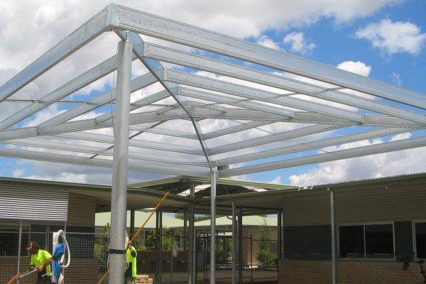 Boxspan hip awning frame in a school