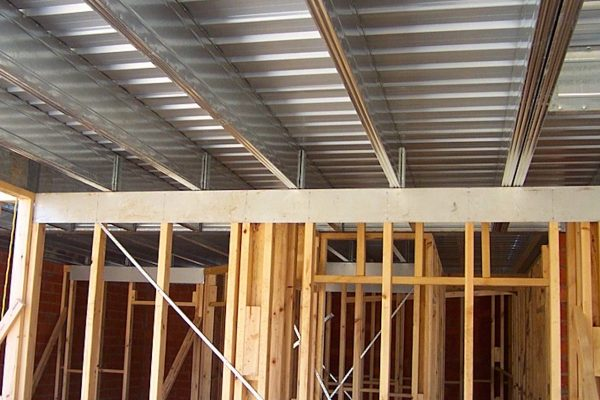 Boxspan upper floor frame with timber wall framing